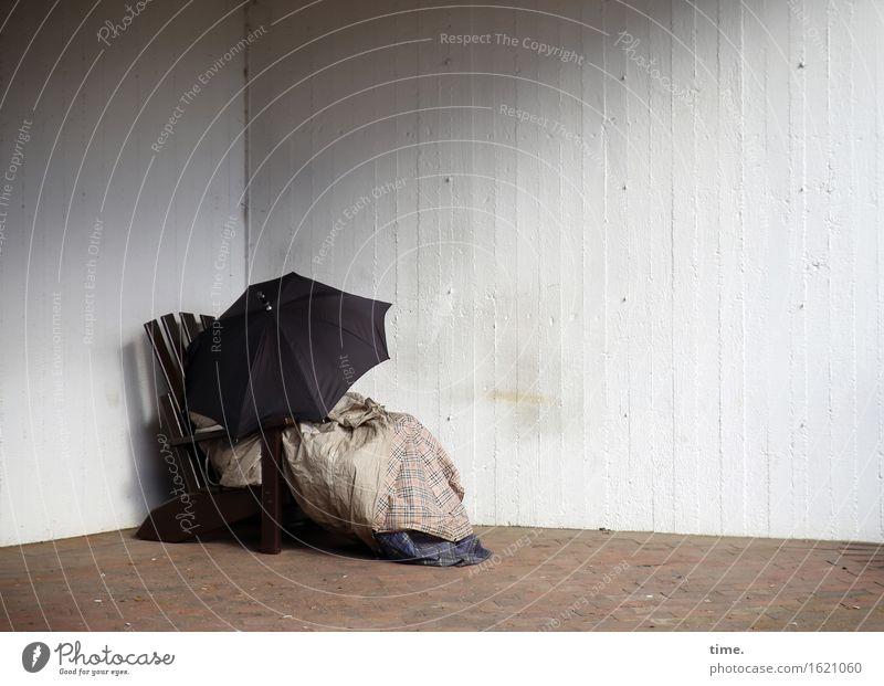 Nächstenliebe | respecting zone Stuhl Decke Mauer Wand Regenschirm trashig trist trocken unten Sicherheit Schutz Wahrheit Müdigkeit Enttäuschung Erschöpfung