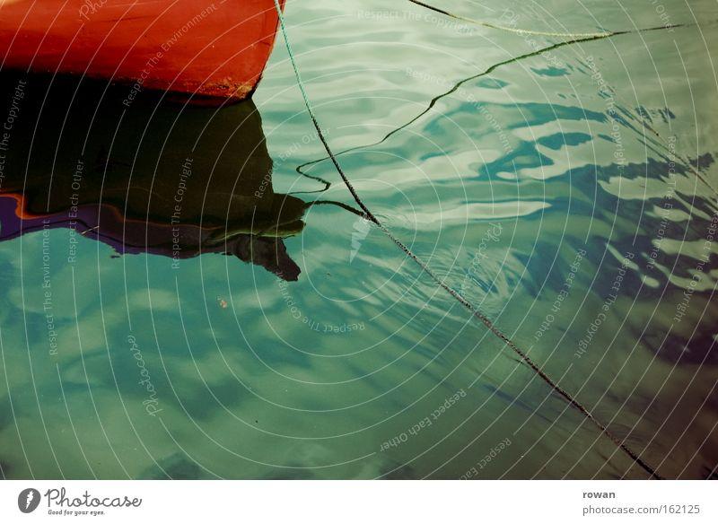 blaurot Wasserfahrzeug ruhig Ruderboot Reflexion & Spiegelung Meer See
