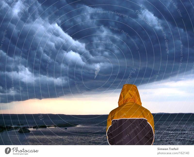 Gewitter Mensch Natur Meer Wolken Einsamkeit Freiheit See Regen Angst Schutz Sturm Jacke Geborgenheit fremd Heimat