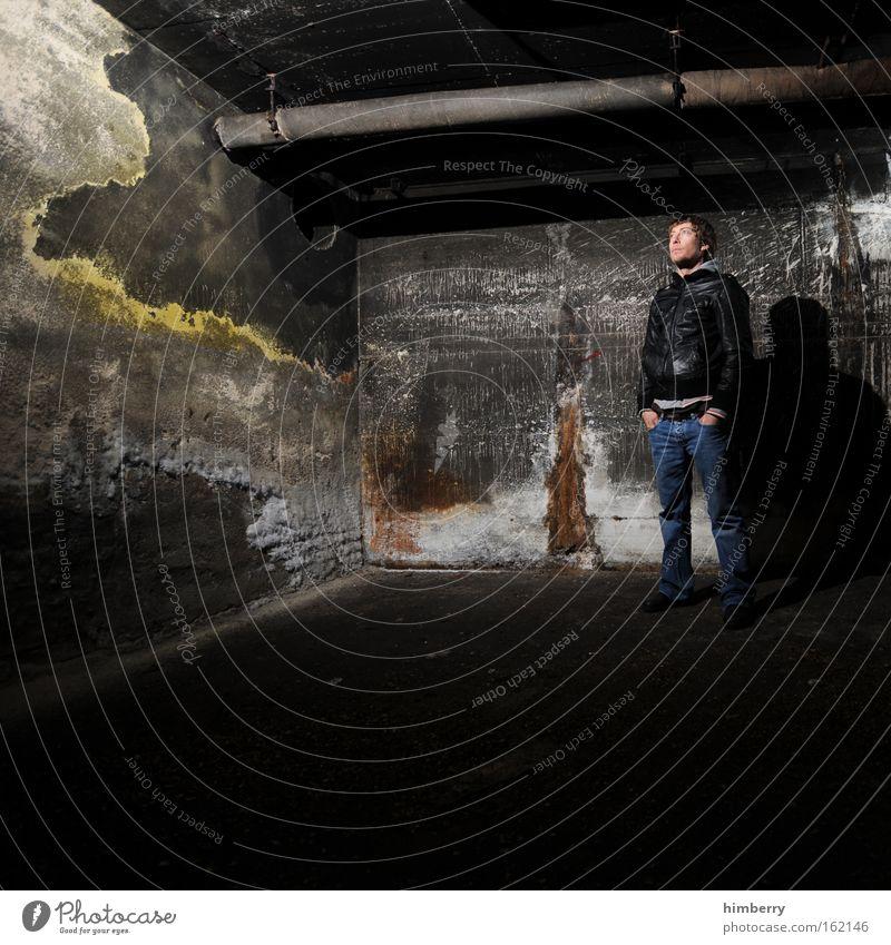 so ein sauladen hier Mensch Mann Jugendliche Erwachsene Gebäude Wohnung dreckig maskulin Coolness Industrie Baustelle Bauwerk verfallen 18-30 Jahre Handwerk Ruine