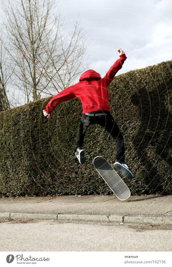 Zeitvertreib Jugendliche Freude Straße springen Bewegung Kraft Gesundheit Straßenverkehr Erfolg Kraft Asphalt Fitness Skateboarding Skateboard sportlich
