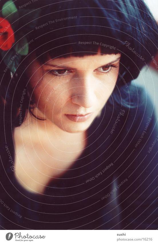 schwarzhaarig Frau Mensch Blume Porträt