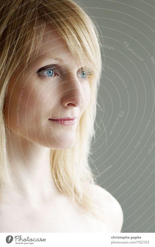 Portrait Available Light Frau Porträt Gesicht Auge Haare & Frisuren Mund blond Erwachsene natürlich Schulter sensibel Behaarung Ungeschminkt