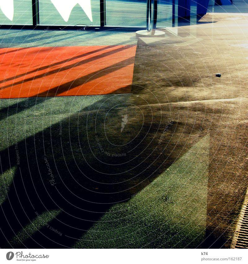 entrance shadows Teppich Schatten abstrakt Eingang Geometrie Composing formal Roter Teppich