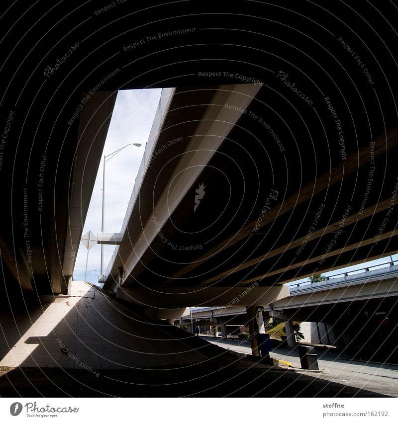 under the bridge Straße Straßenverkehr Verkehr Brücke Laterne Unterkunft unter einer Brücke