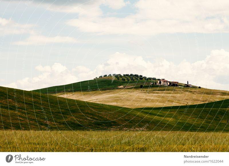 Toskana Natur Ferien & Urlaub & Reisen Sommer Landschaft Wolken ruhig Haus Berge u. Gebirge Architektur Wiese Gras Gebäude Tourismus Häusliches Leben Feld