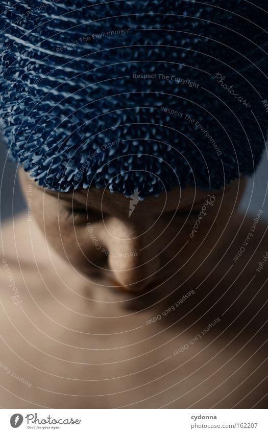 Gedankenflut Frau Mensch blau schön Gesicht Spielen Bewegung elegant Haut Konzentration sanft Anmut verwundbar