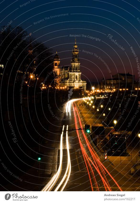 Lieblingsstadt Dresden Abend Nacht Verkehr Altstadt Hofkirche Beleuchtung Straße Straßenverkehr Leuchtspur Abenddämmerung Lieblingsplatz schön Wahrzeichen