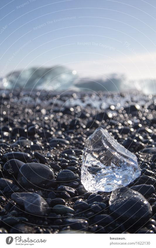 EISKLUMPEN. Himmel Natur Ferien & Urlaub & Reisen Landschaft Strand Ferne Winter kalt Umwelt Schnee Küste Freiheit Tourismus glänzend Eis Ausflug