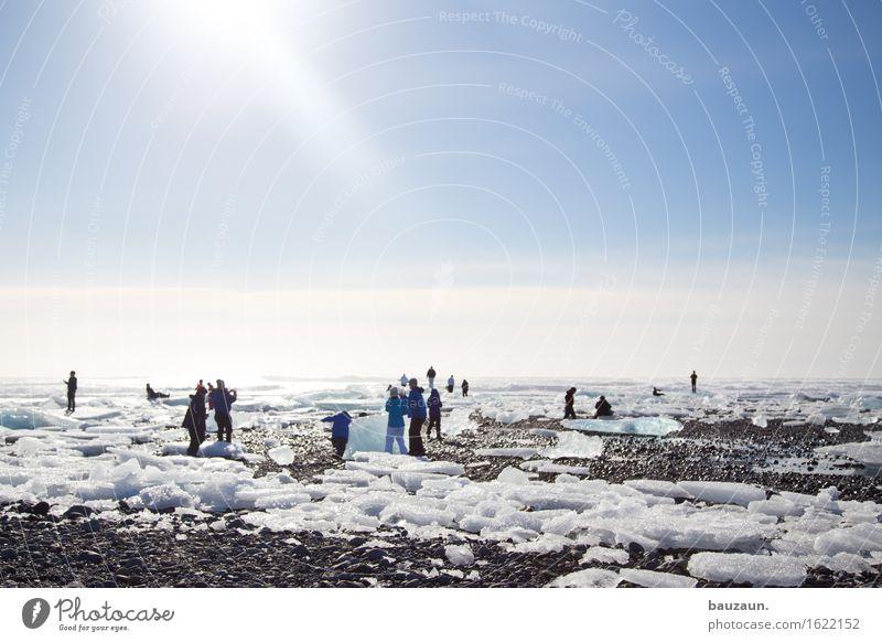 sechzehn. Mensch Natur Ferien & Urlaub & Reisen Strand Ferne Winter kalt Umwelt Schnee Küste Freiheit Menschengruppe Tourismus Eis Erde Körper