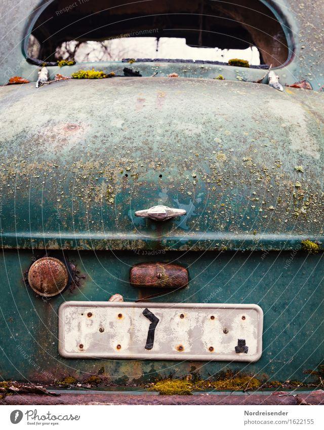 Patina Arbeit & Erwerbstätigkeit Handwerk Verkehr Verkehrsmittel Fahrzeug PKW Oldtimer Limousine Metall Stahl Rost Zeichen Schriftzeichen Ziffern & Zahlen