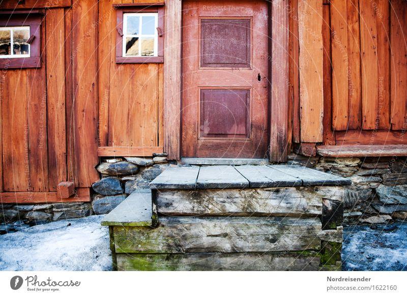 Holzhaus Wohnung Renovieren Handwerk Haus Einfamilienhaus Hütte Bauwerk Gebäude Architektur Mauer Wand Treppe Fassade Fenster Tür alt Häusliches Leben