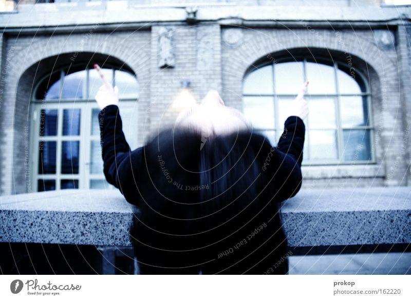 fruitless Haus Frau Fenster Haare & Frisuren Schizophrenie Vernehmung durcheinander verrückt fantastisch irre Dirigent Rauschmittel kaputt Angst Panik