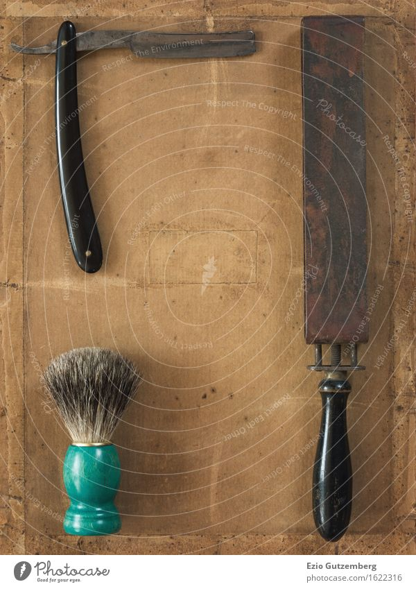 Flat Lay bestehend aus altem Rasierzeug Gesicht Bad Friseur Bart Oberlippenbart Dreitagebart Vollbart Rasierklinge Qualität Vergangenheit Flatlays Rasieren