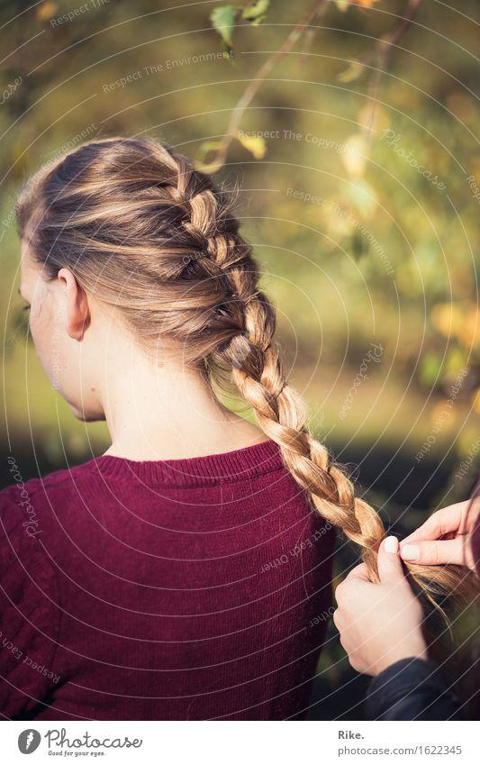 Zeit für dich. schön Körperpflege Haare & Frisuren Mensch feminin Mädchen Junge Frau Jugendliche Freundschaft Kindheit 2 Natur Herbst blond langhaarig Zopf