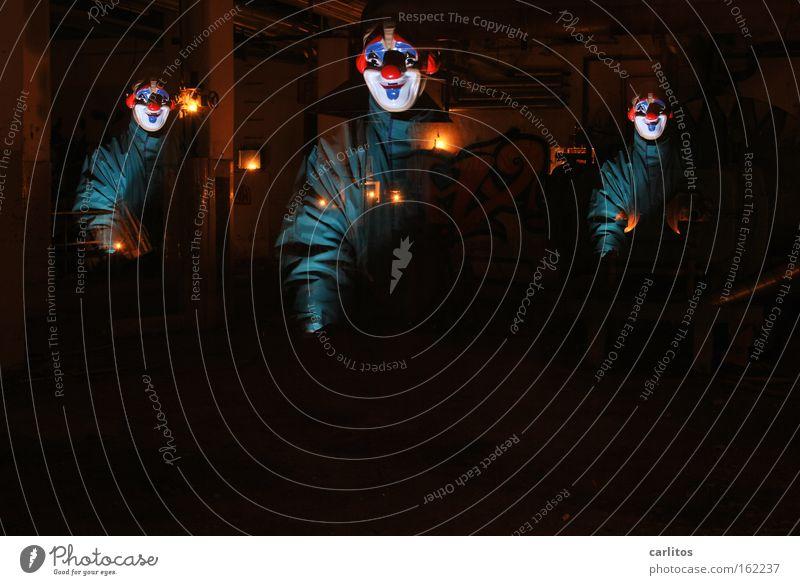 In den Werkstätten der carlauer-Produktion Clown Maske lustig Freude dunkel unsicher Angst gruselig Halloween unheimlich verfallen Panik Karneval