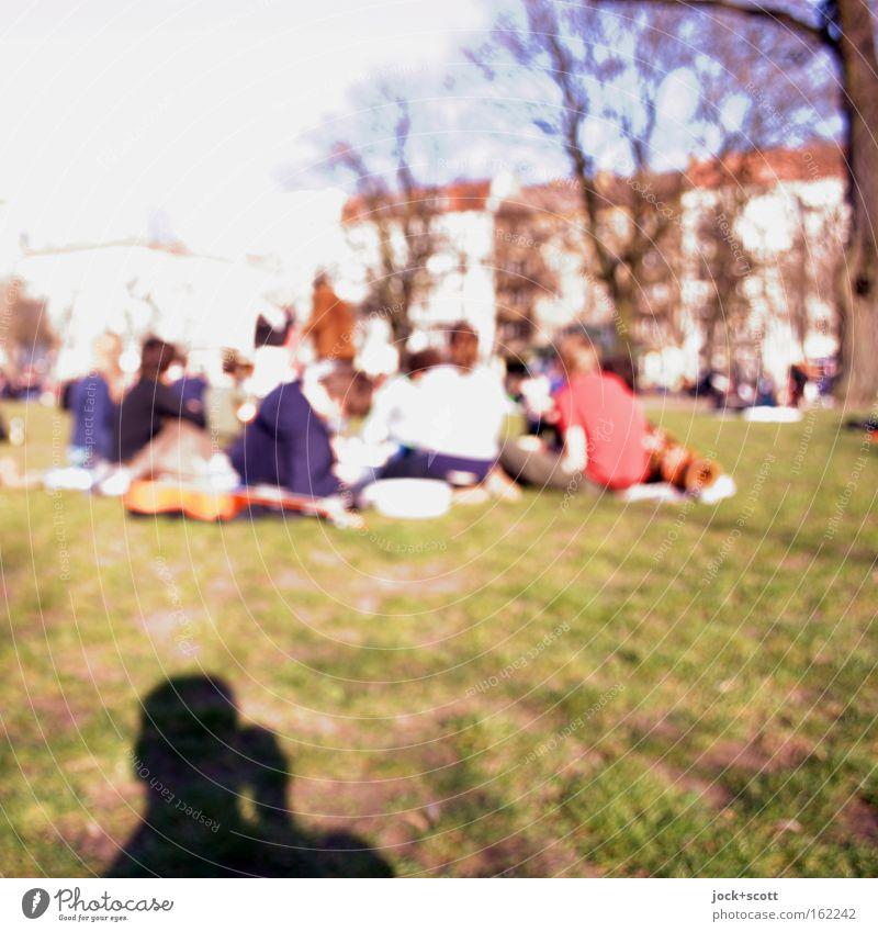 Boxhagener Platz (Frühlingstag) Mensch Erholung Freude Leben Wiese Menschengruppe Freundschaft Park sitzen Fröhlichkeit Kommunizieren Schönes Wetter Rasen