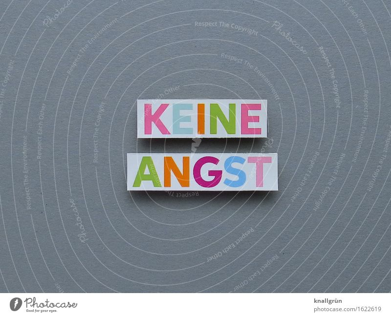 KEINE ANGST Schriftzeichen Schilder & Markierungen Kommunizieren eckig mehrfarbig grau Gefühle Stimmung Tapferkeit selbstbewußt Optimismus Vertrauen Sicherheit