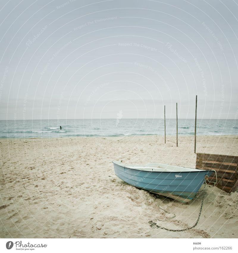 Warten auf Freitag Himmel Wasser Strand Meer Ferien & Urlaub & Reisen ruhig Einsamkeit Erholung Freiheit Holz träumen Küste Wasserfahrzeug See Horizont Ausflug