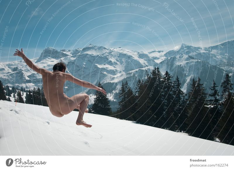 arschkalt Winter Freude Wald Schnee Berge u. Gebirge nackt Freiheit springen Gesundheit verrückt Fröhlichkeit Coolness Gesäß Alpen Schönes Wetter