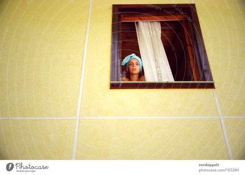 Frau gelb Fenster Stil Häusliches Leben Turban Badetuch