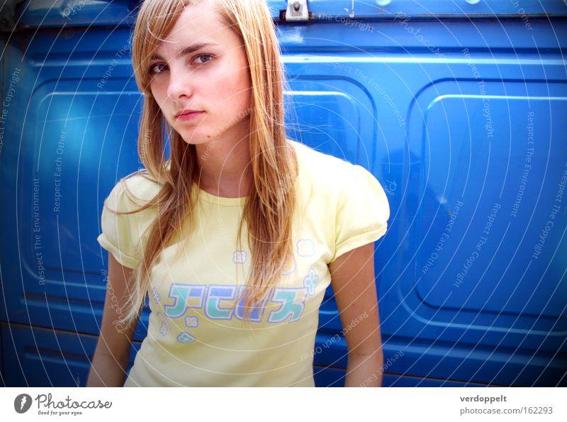 Frau blau Gesicht gelb Farbe Stil Bekleidung Behaarung Medien T-Shirt dünn Porträt stylen Anime Hieroglyphen