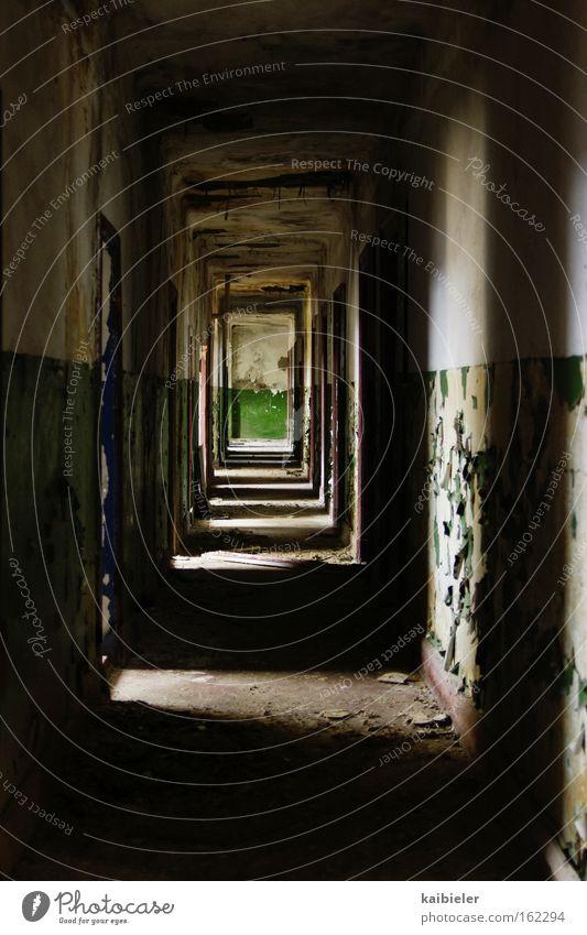 Grün am Ende des Tunnels grün blau Einsamkeit Angst Vergänglichkeit verfallen Verfall Ruine Flur Panik Gang Militärgebäude Rote Armee