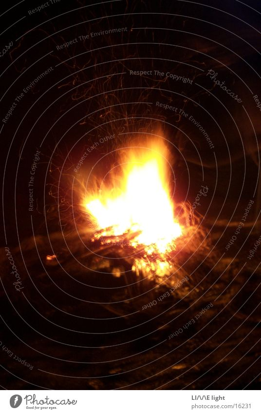 Camp Fire Feuerstelle Nachtaufnahme