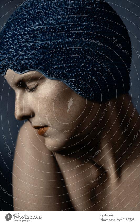 Stille Gesicht Porträt Mensch Frau blau sanft verwundbar schön Bewegung elegant Haut ruhig Frieden Spielen schwimmhaube