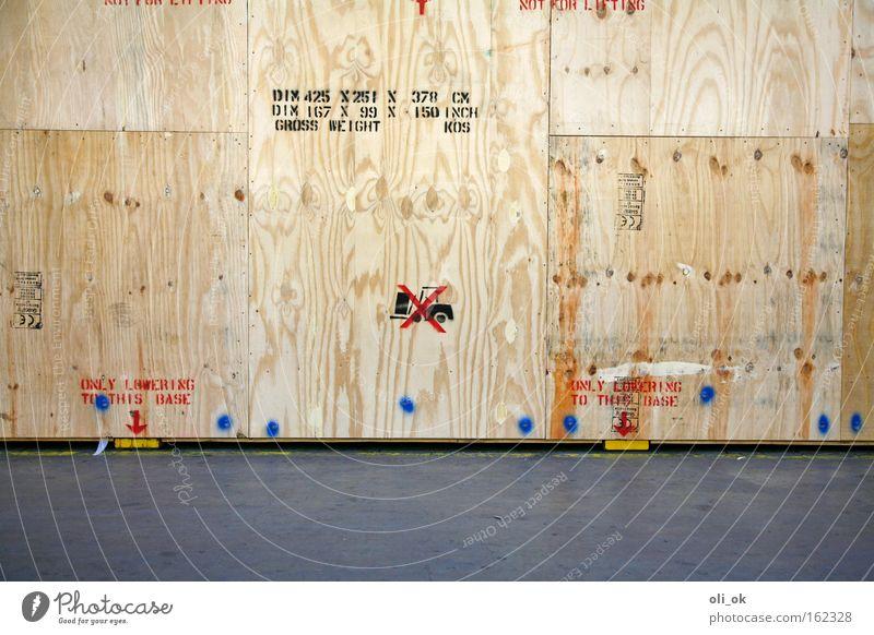 Versand Kiste Fußgängerübergang Gabelstapler Stapler Holz Holzwand Güterverkehr & Logistik Lager Versandhandel weltweit Verkehr Überseekiste Schwertransport