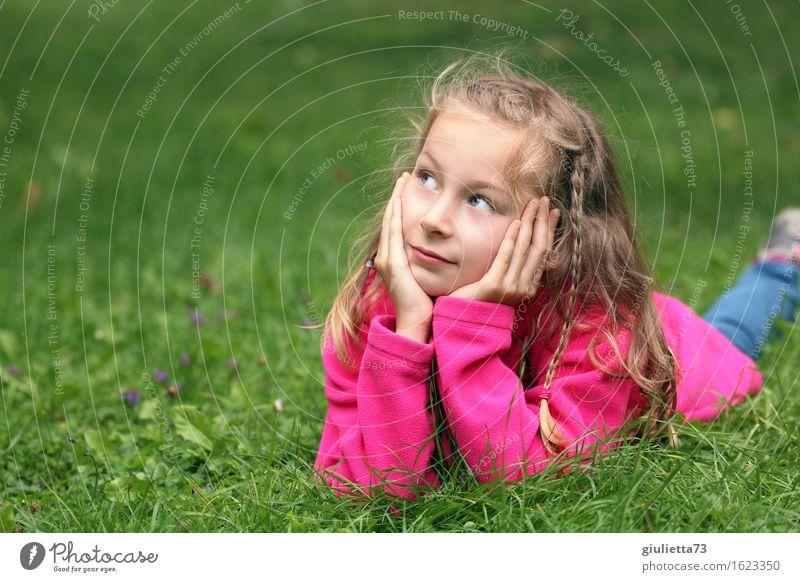 Girl day dreaming Freizeit & Hobby Spielen Denken Garten feminin Kind Mädchen Kindheit Jugendliche 1 Mensch 3-8 Jahre 8-13 Jahre beobachten hören Lächeln liegen