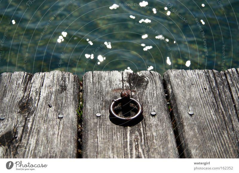 verankert Wasser ruhig Einsamkeit Freiheit See frei Sicherheit festhalten Steg Österreich Halt Haken loslassen Befestigung