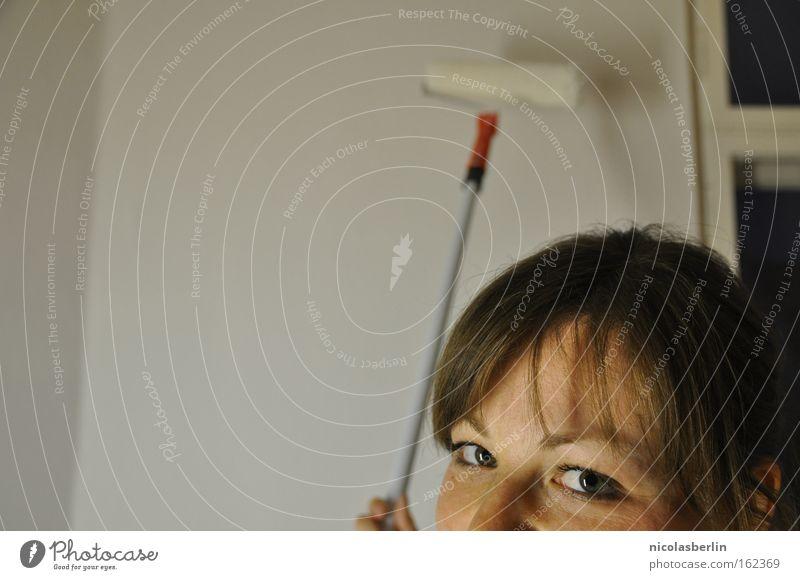 Paul zieht aus weiß Farbe Gesicht Wand Maler Auge Blick Handwerk Kunst Kunsthandwerk Hilfsbereitschaft malern