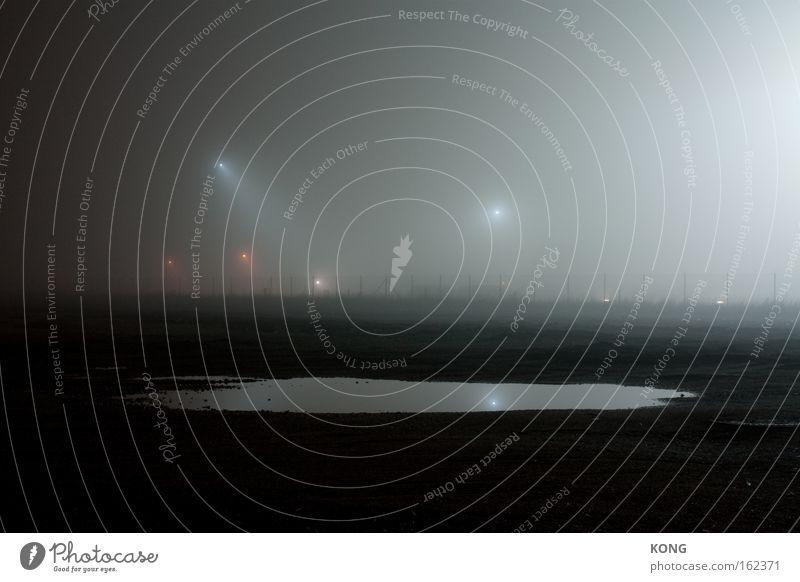 mercure Wasser kalt Stimmung glänzend Nebel Spiegel Verkehrswege Scheinwerfer Flutlicht Wasseroberfläche