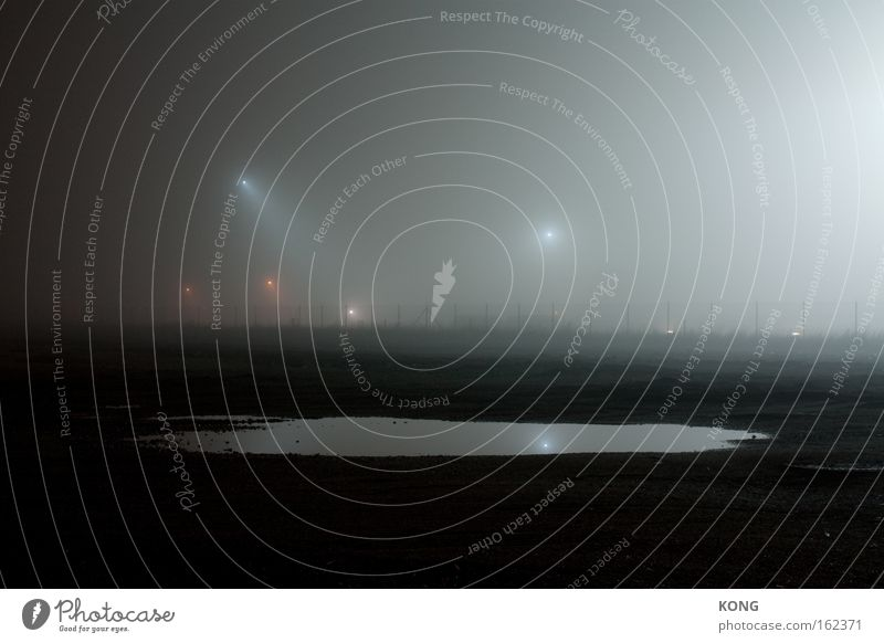 mercure Wasseroberfläche Reflexion & Spiegelung glänzend Stimmung kalt Nebel Nacht Scheinwerfer Flutlicht Lichterscheinung Verkehrswege Langzeitbelichtung