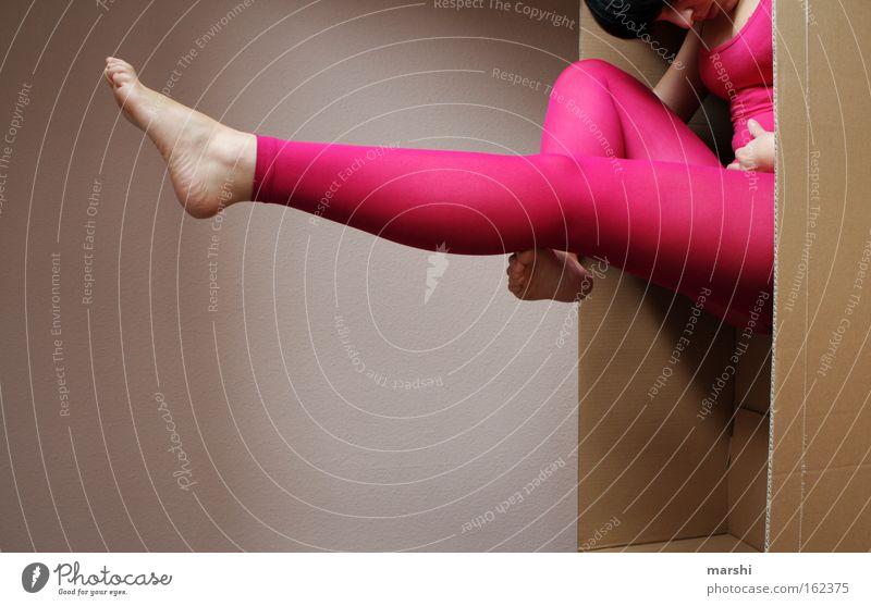 cartoon-gym Frau Freude Erwachsene Spielen Beine Mode Fuß Körper Tanzen rosa Perspektive Show Körperhaltung retro Strümpfe Papier