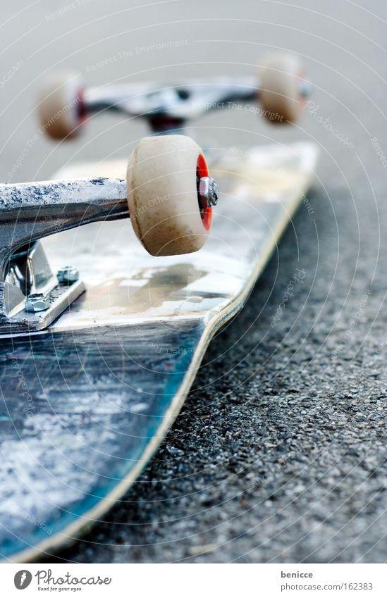 Skateboard Freude Straße Freizeit & Hobby liegen Coolness Asphalt Skateboarding Rad Unfall entgegengesetzt