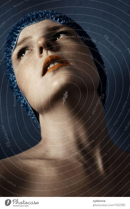 Sehnsucht Gesicht Porträt Mensch Frau blau sanft verwundbar schön Bewegung elegant Haut Spielen schwimmhaube