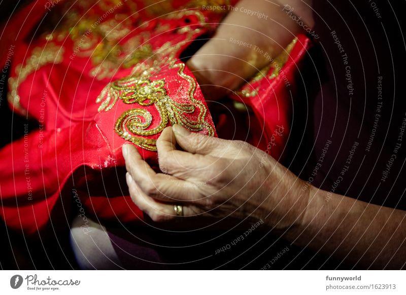 Hält wieder. Handarbeit Nähen 60 und älter Senior Kleid gold rot Türkei Tradition Häusliches Leben Schneider Schneiderei Nadel Handwerk Freizeit & Hobby alt