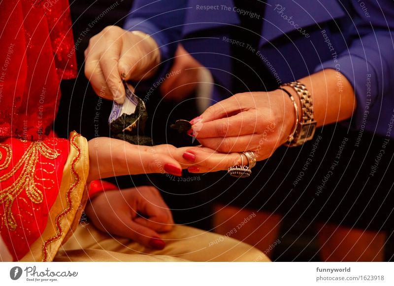 Klecks Henna Frau Erwachsene Hand Vorfreude Hennamalerei Hochzeit henna abend Türkei Tradition Kultur Ritual Braut Henna-Nacht Farbfoto
