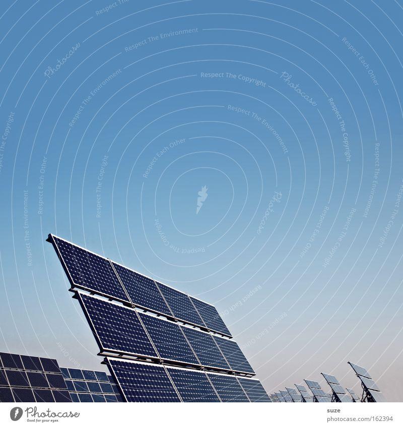 Solaranlage Himmel blau Umwelt Energie Industrie Energiewirtschaft Elektrizität Zukunft Technik & Technologie Wissenschaften Sonnenenergie sparen Umweltschutz