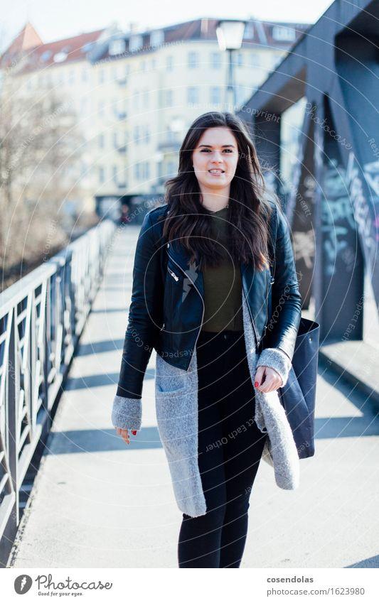 Ana Mensch Jugendliche Stadt schön Junger Mann Haus 18-30 Jahre Erwachsene feminin Stil Lifestyle Mode gehen Freizeit & Hobby elegant authentisch