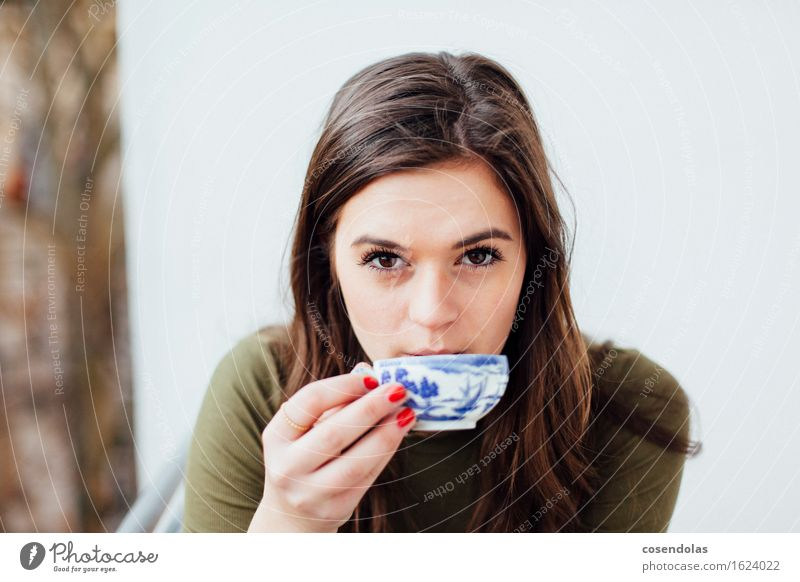 Ostfriesentee mit Kluntje und Sahne 4 the win trinken Tee Lifestyle Häusliches Leben Student feminin Junge Frau Jugendliche 1 Mensch 18-30 Jahre Erwachsene