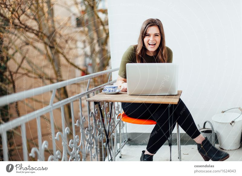 i just told a joke Tee Lifestyle Freude Freizeit & Hobby Häusliches Leben Wohnung Studium Student Computer Notebook Unterhaltungselektronik Internet feminin