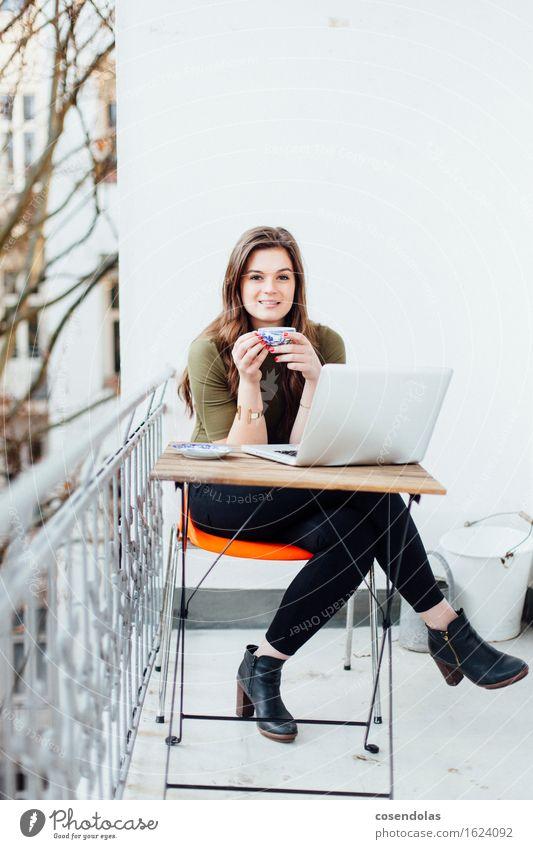 high heels tea Mensch Jugendliche schön Junge Frau Freude 18-30 Jahre Erwachsene feminin Lifestyle lachen Glück Arbeit & Erwerbstätigkeit Zufriedenheit