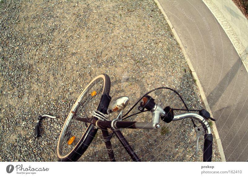 Lenkerbruch. Abflug. alt Straße Fahrrad Verkehr gefährlich kaputt bedrohlich Wut Schmerz Rost gebrochen Unfall Ärger Straßenverkehr stagnierend Bruch
