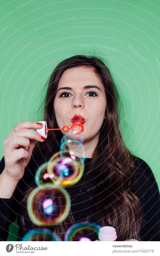 Bubblemania Freude Freizeit & Hobby Spielen Schüler Student feminin Junge Frau Jugendliche 1 Mensch 18-30 Jahre Erwachsene T-Shirt Pullover brünett langhaarig