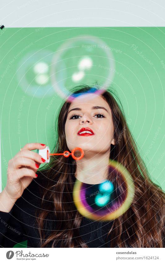 Bubbleblebee Lifestyle Freude Glück Freizeit & Hobby Spielen Schüler Student feminin Junge Frau Jugendliche 1 Mensch 18-30 Jahre Erwachsene T-Shirt Pullover