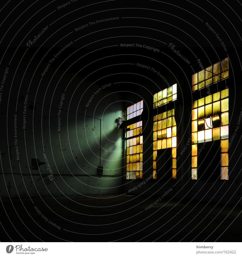 ain't no sunshine schwarz Einsamkeit gelb dunkel Fenster Wand Menschenleer Stil Gebäude Mauer Kunst Glas Angst dreckig Innenarchitektur Design