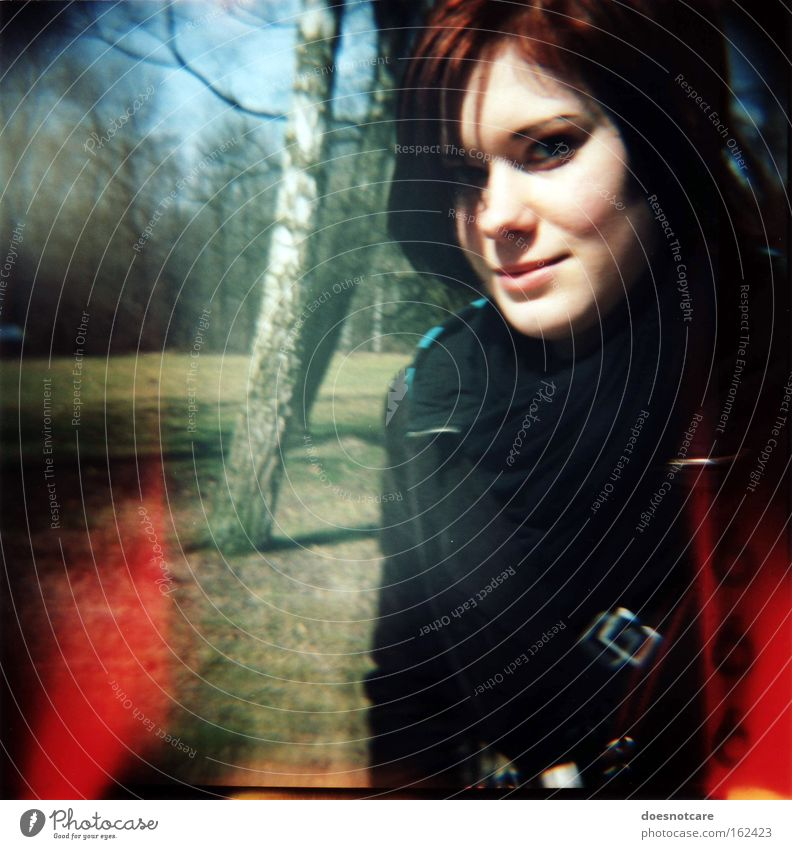 beauty & (the number of) the beast. Mensch feminin Junge Frau Jugendliche Erwachsene 1 18-30 Jahre Baum Park Lächeln schön niedlich rot schwarz 666 Teufel